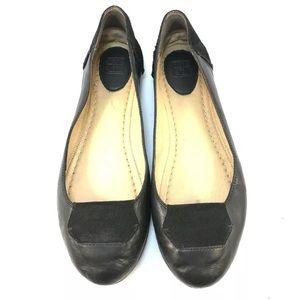FRYE Womens Carson Black Leather Slip On Flats